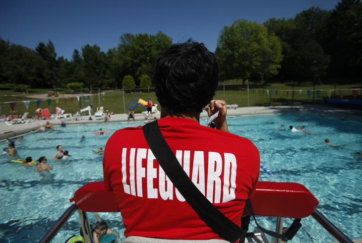 Shallow pool lifeguard